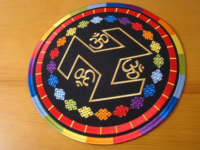 Вышивка с символами — для чистки камней, украшений и пространства